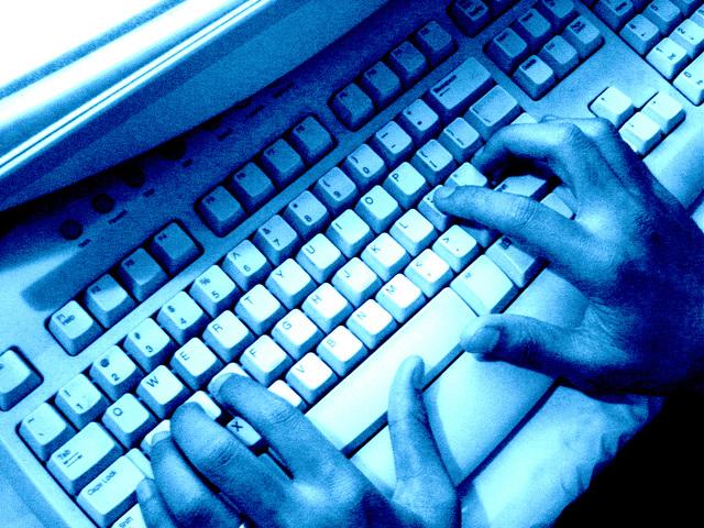 computer-keyboard-1188763-640x480